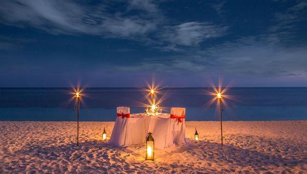 Dinner on the beach image