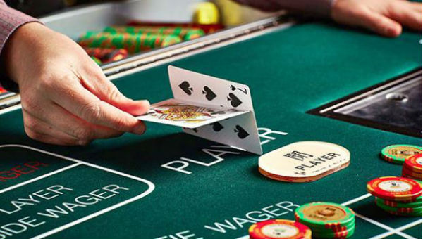 Hand on the casino table photo